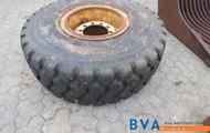 Reifen mit Felge Volvo L60.